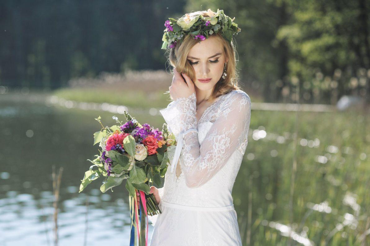 suknia ślubna cała z koronki o kroju syreny