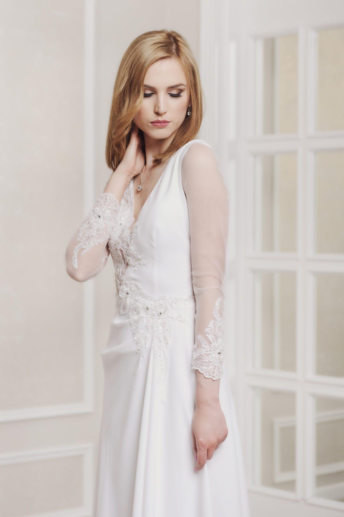 suknia ślubna z rękawem ze srebrem