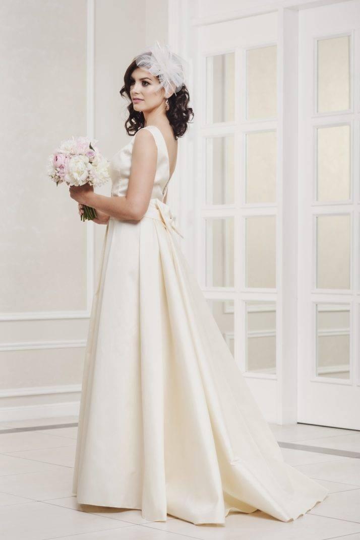 suknia ślubna bez koronki