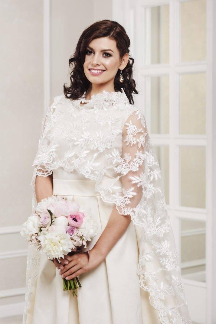suknia ślubna znarzutką ślubną zkoronki