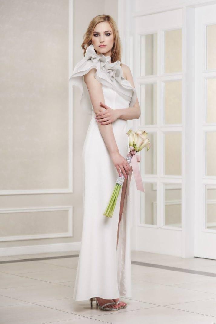 suknia ślubna zrozporkiem nanodze