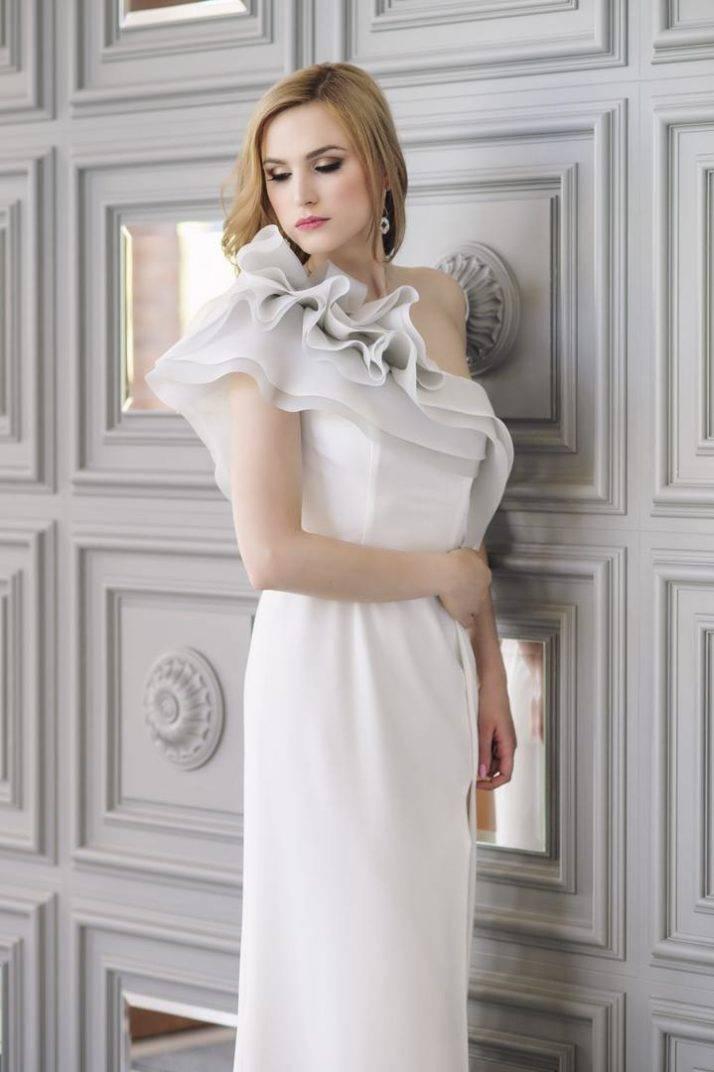 suknia ślubna zfalbanami