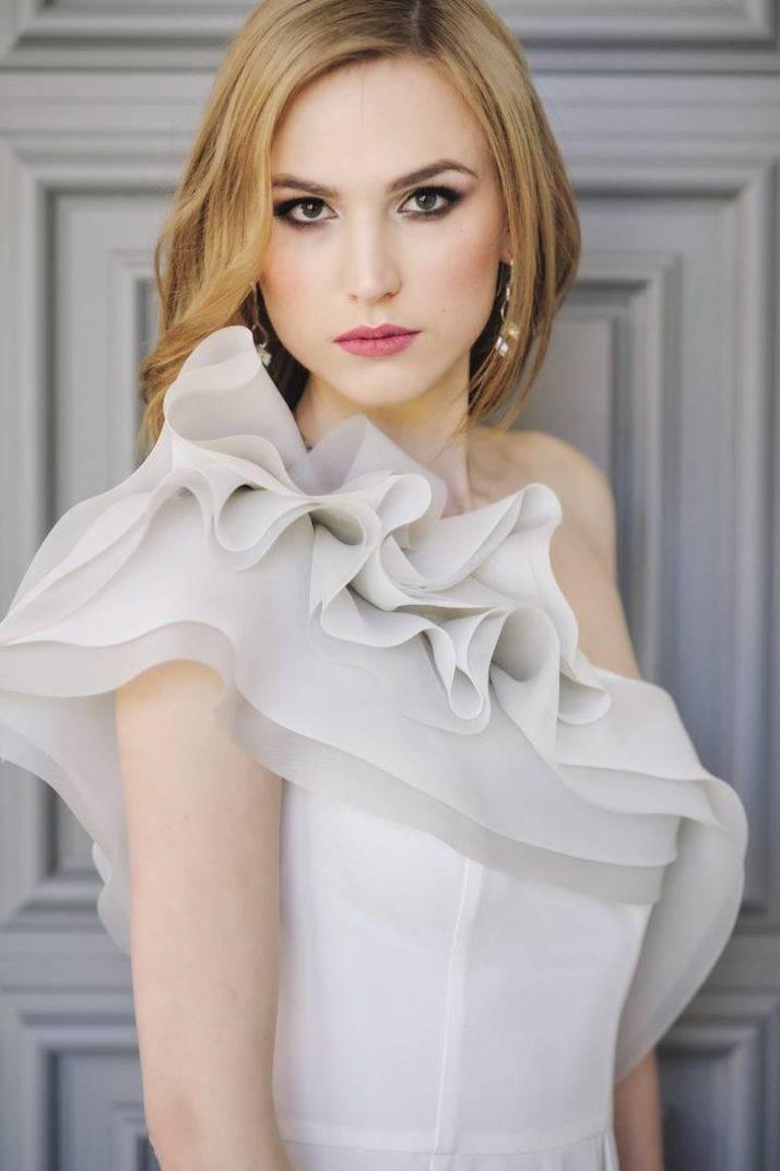 suknia ślubna asymetryczna najedno ramię