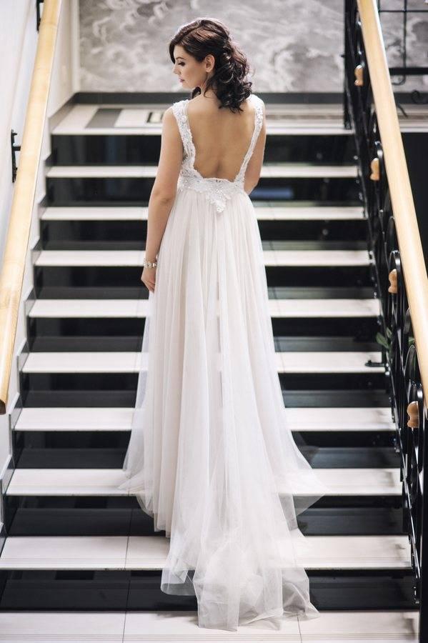 sukienka ślubna zodpinaną spódnicą ztiulu