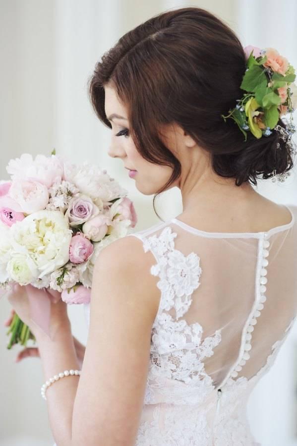 suknia ślubna zapinana na guziczki z tyłu