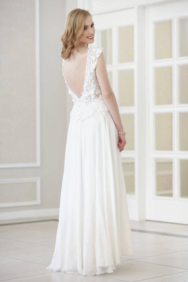 suknia ślubna koronkowa zmuślinem gołe plecy
