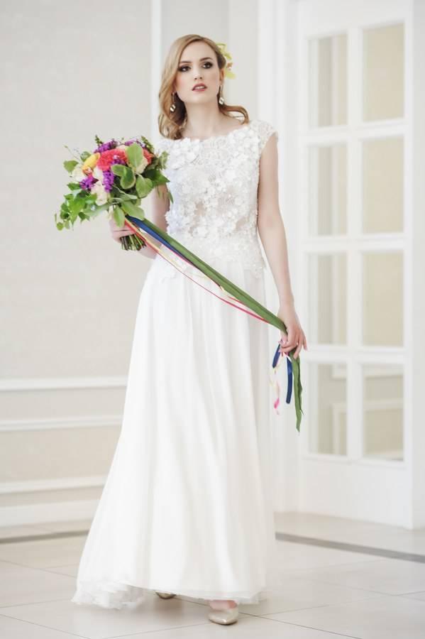 suknia ślubna dekolt łódka wstylu boho