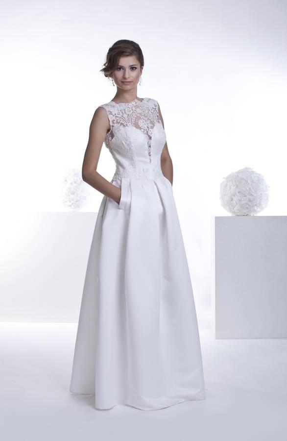 suknia ślubna zkieszeniami ikoronkową górą