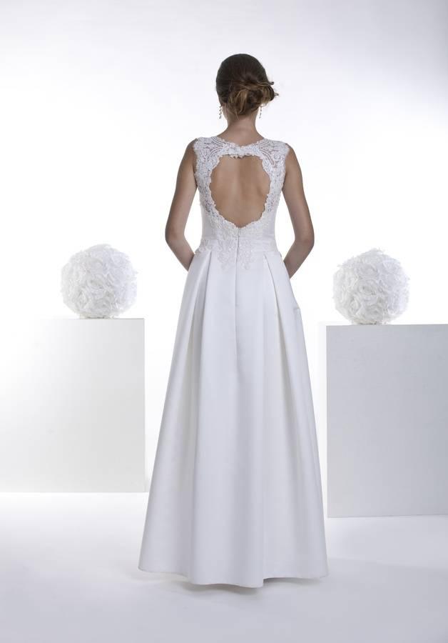 suknia ślubna zodkrytymi plecami