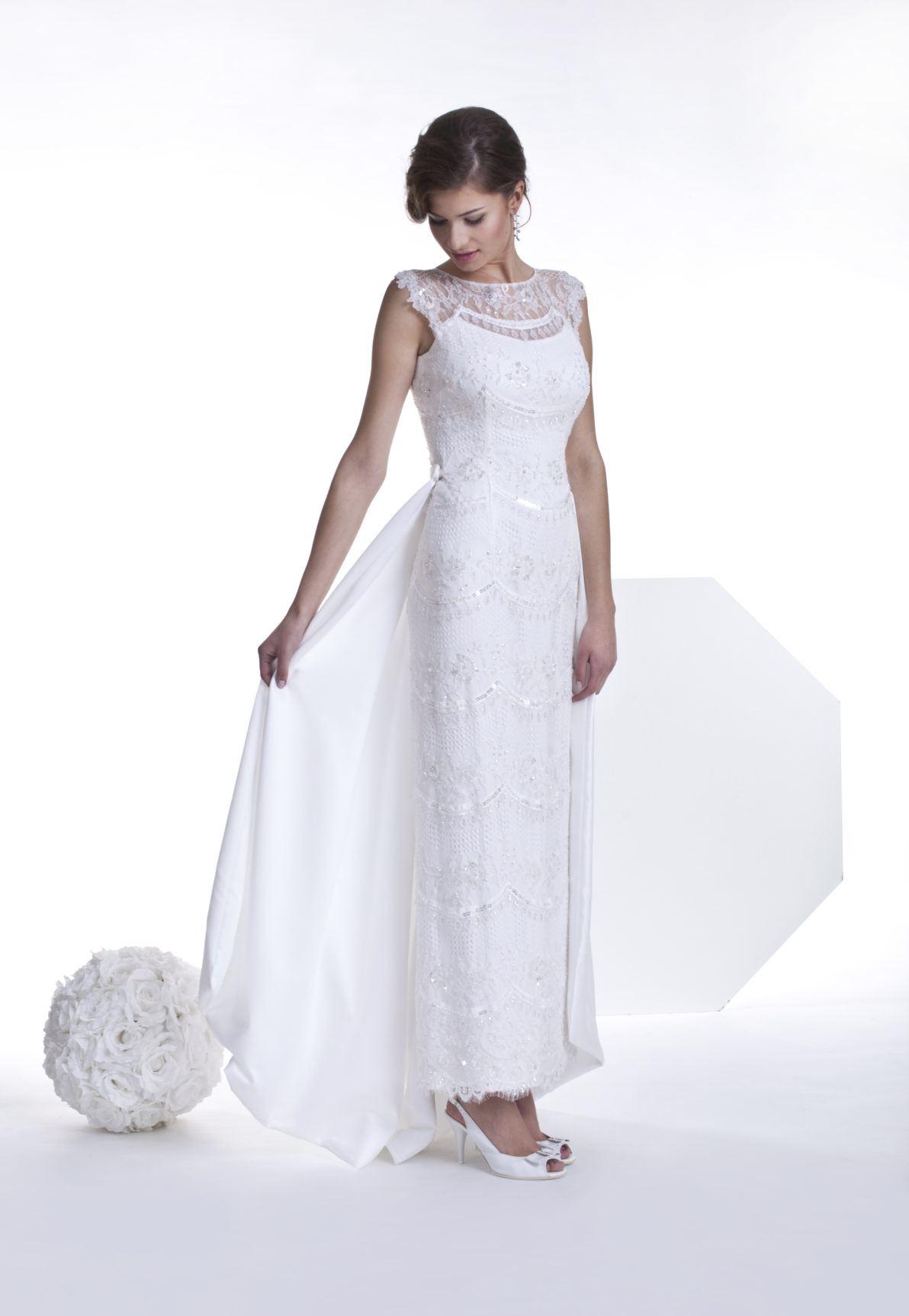 suknia ślubna prosta cała z koronki