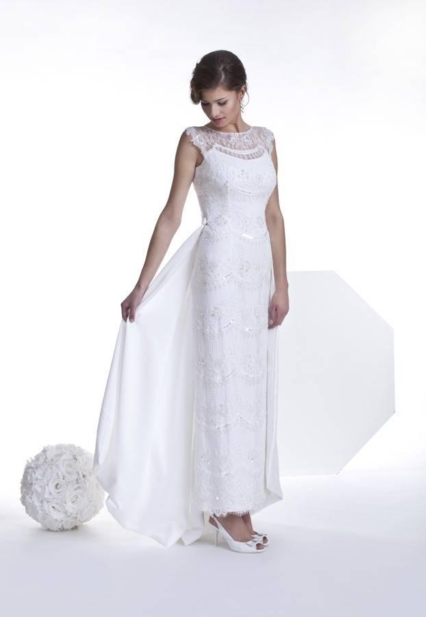 suknia ślubna prosta cała zkoronki