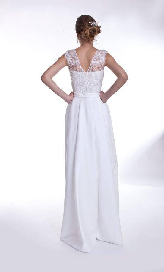 suknia ślubna zdopinanym trenem