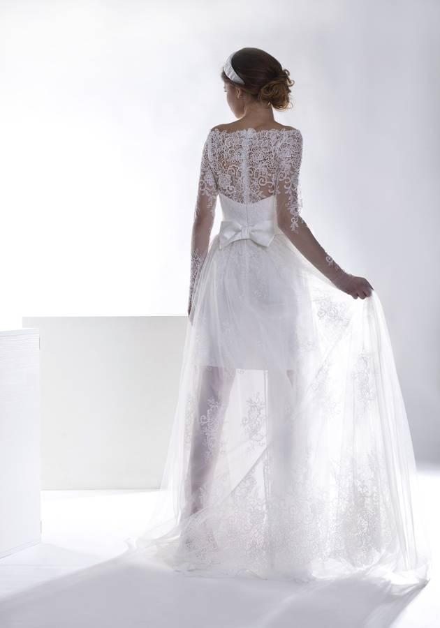 suknia ślubna cała zkoronki zprześwitem nanogach