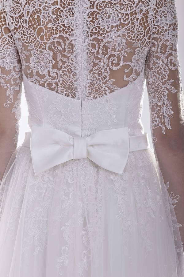 suknia ślubna zpaskiem wtalii