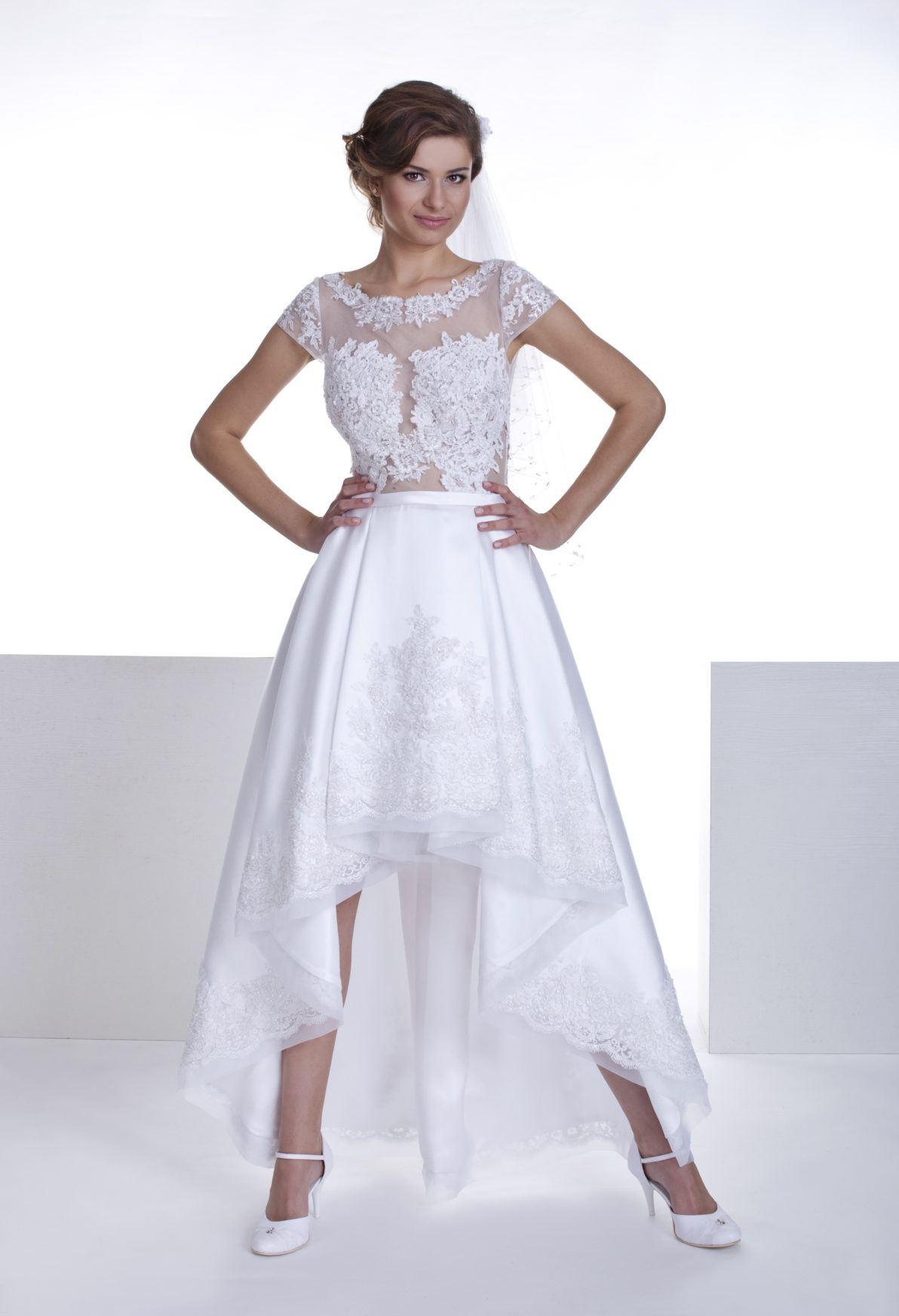 suknia z koronki i atłasu