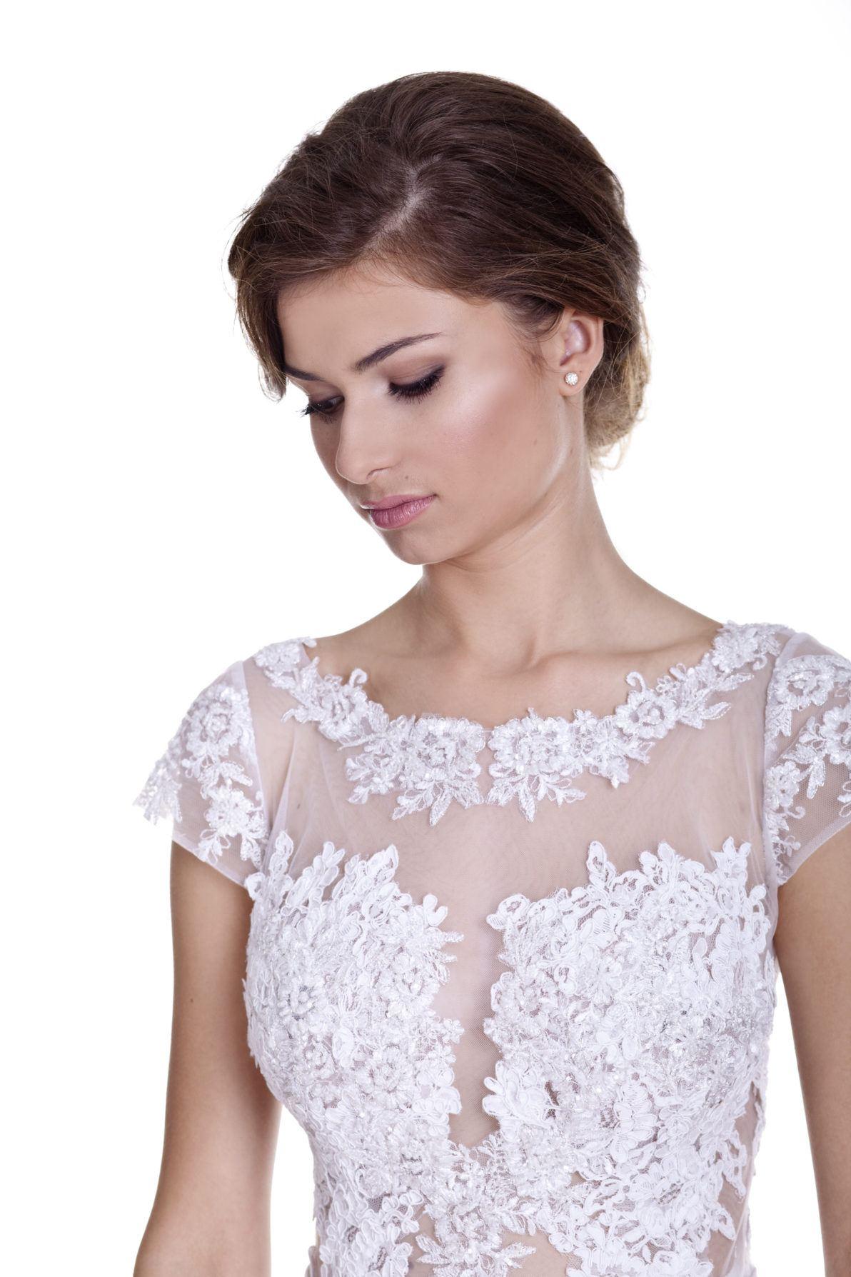 suknia ślubna z krótkim rękawkiem na siatce