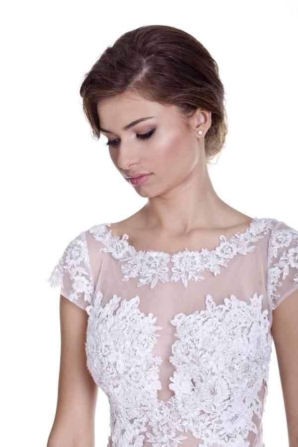 suknia ślubna zkrótkim rękawkiem nasiatce