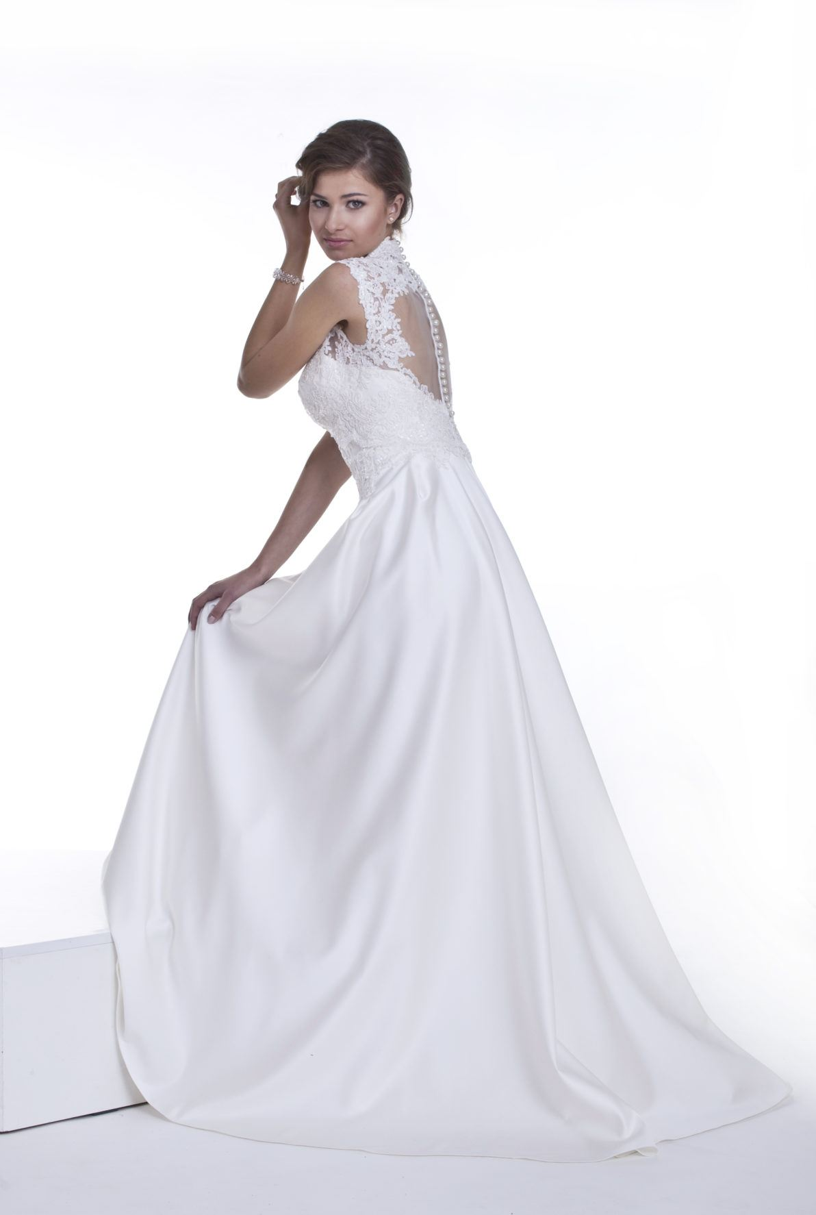 suknia ślubna z guziczkami na plecach