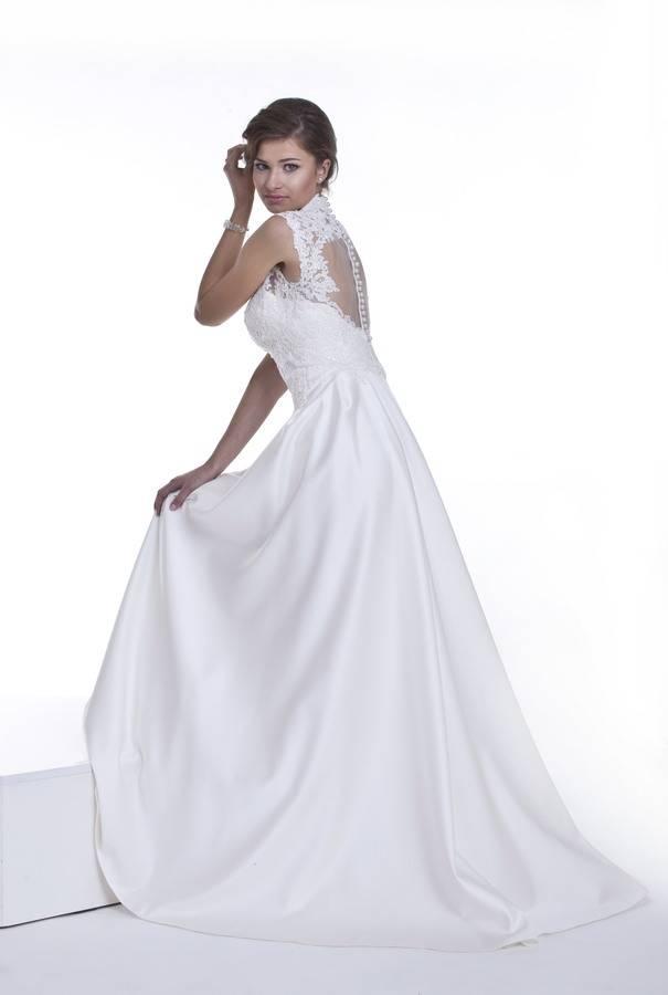 suknia ślubna zguziczkami naplecach