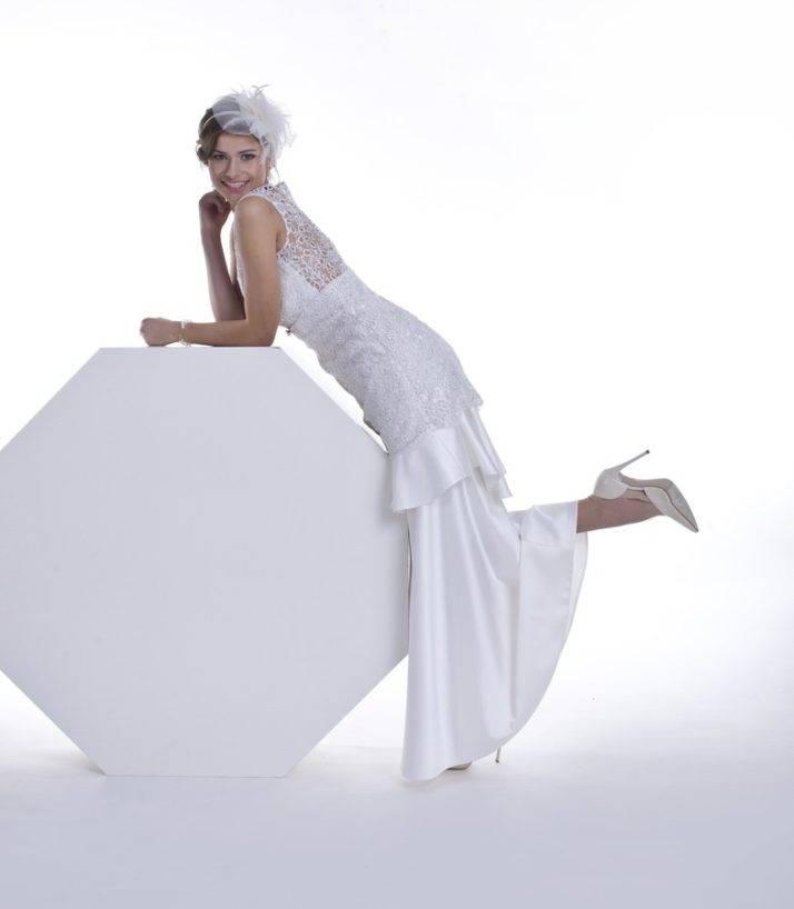 suknia ślubna krój syreny zfalbanami zkoronką gipiurową