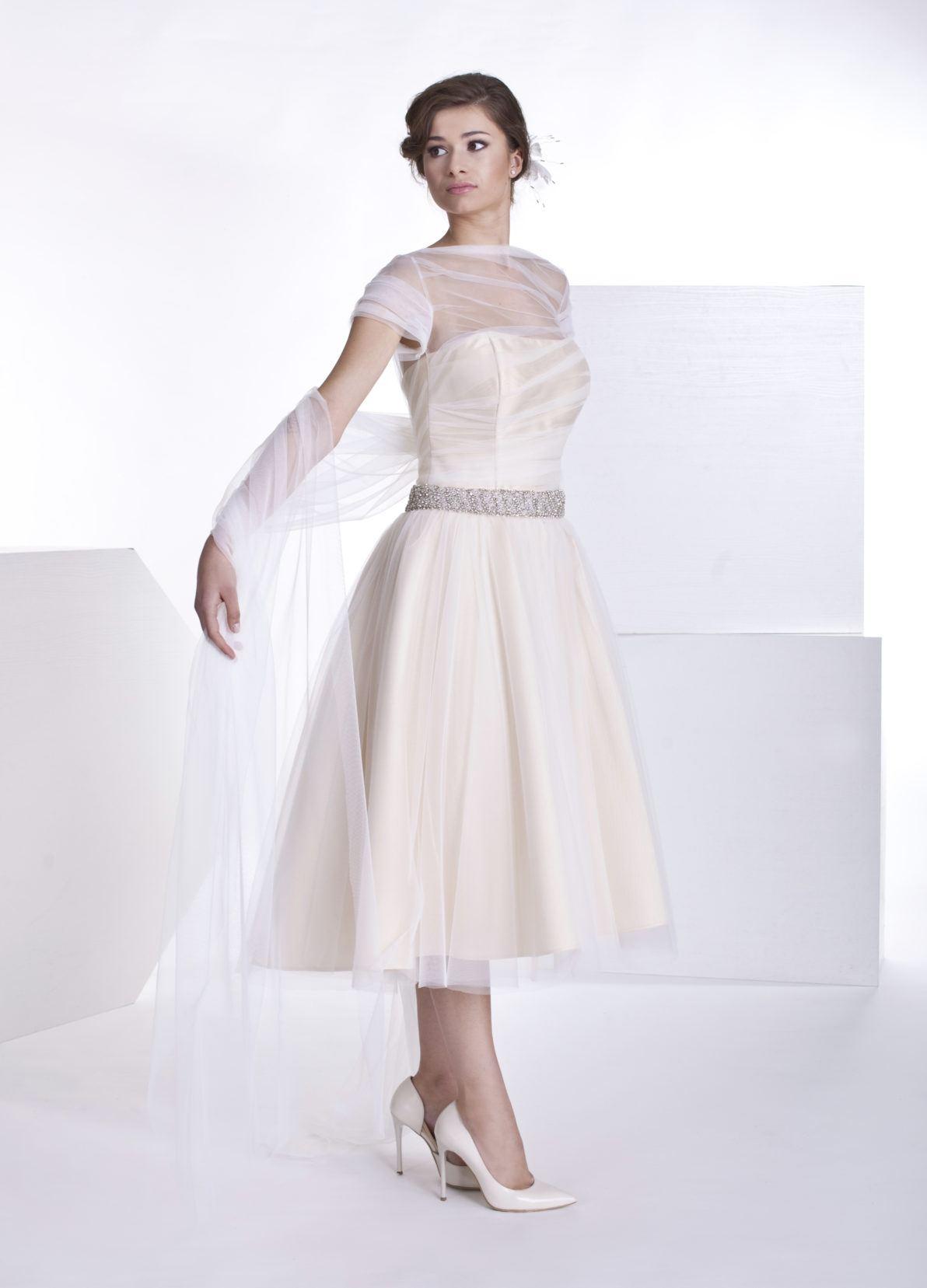 biało kremowa krótka suknia ślubna