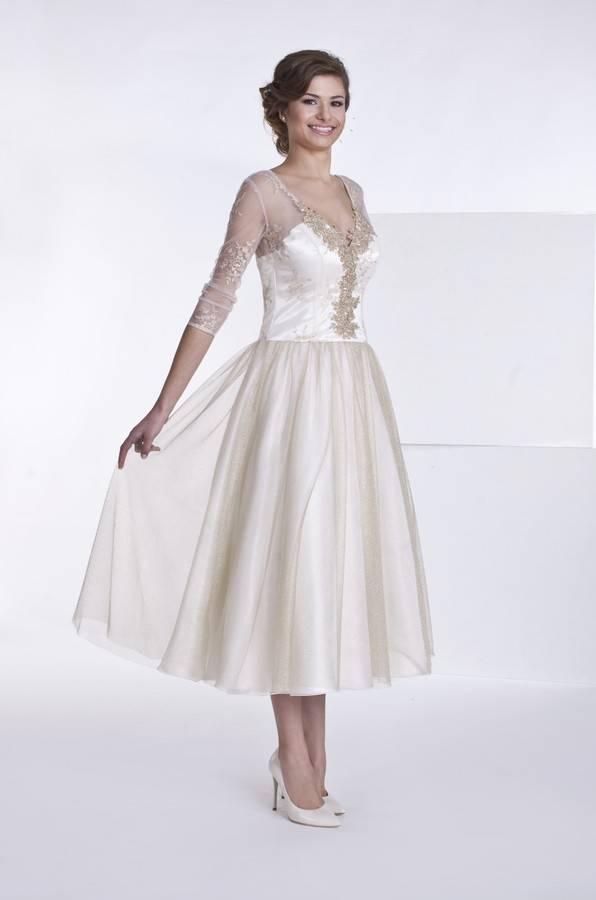 kremowo złota suknia ślubna krótka ztiulem